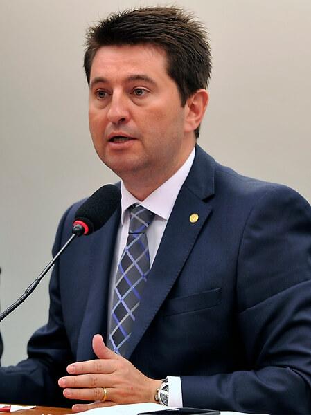 Projeto exclui multa devida a Bacen por não entrega de declaração de capitais no exterior